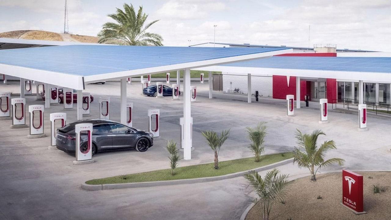 I Supercharger di Tesla saranno presto utilizzabili da altri veicoli elettrici thumbnail
