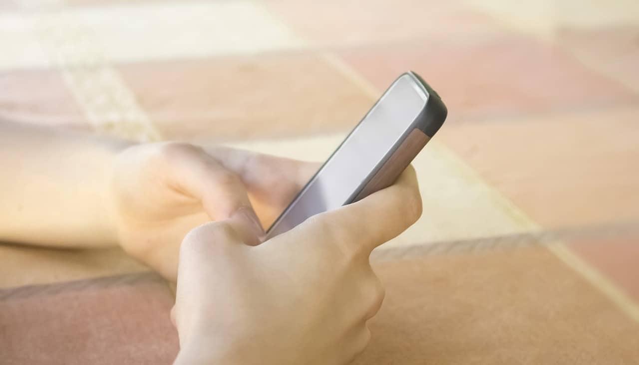 Come scegliere il primo smartphone per il proprio figlio thumbnail
