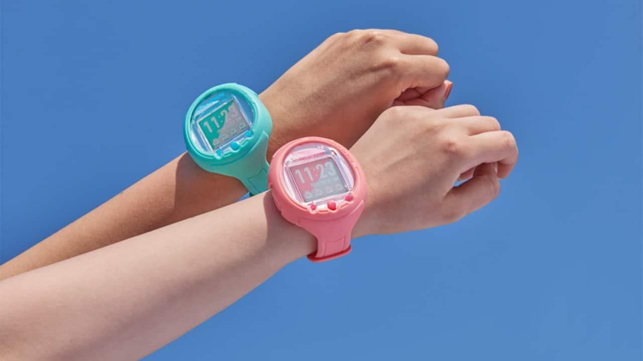 Il Tamagotchi diventa uno smartwatch con controlli touch thumbnail