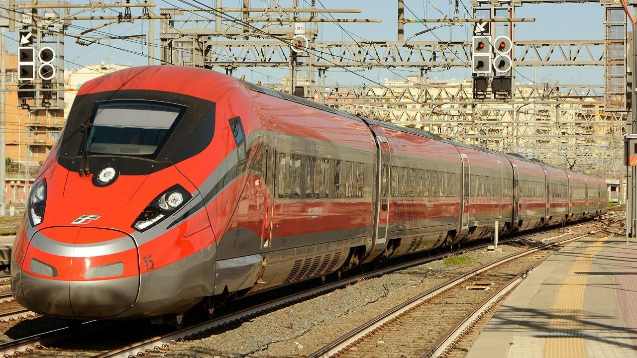 Auto, treno, aereo, la sfida del secolo: qual è il miglior mezzo di trasporto da Milano a Roma? thumbnail
