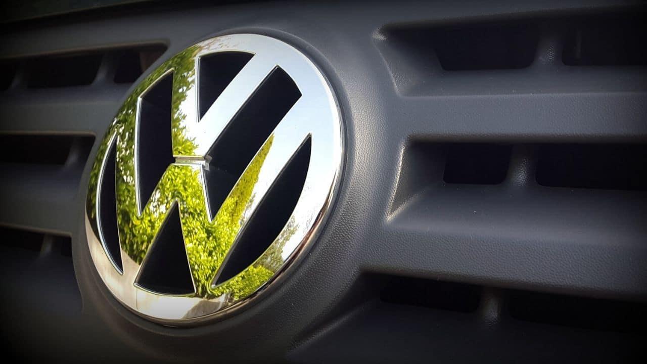 Volkswagen e sostenibilità: in Europa addio ai motori a combustione entro il 2035 thumbnail