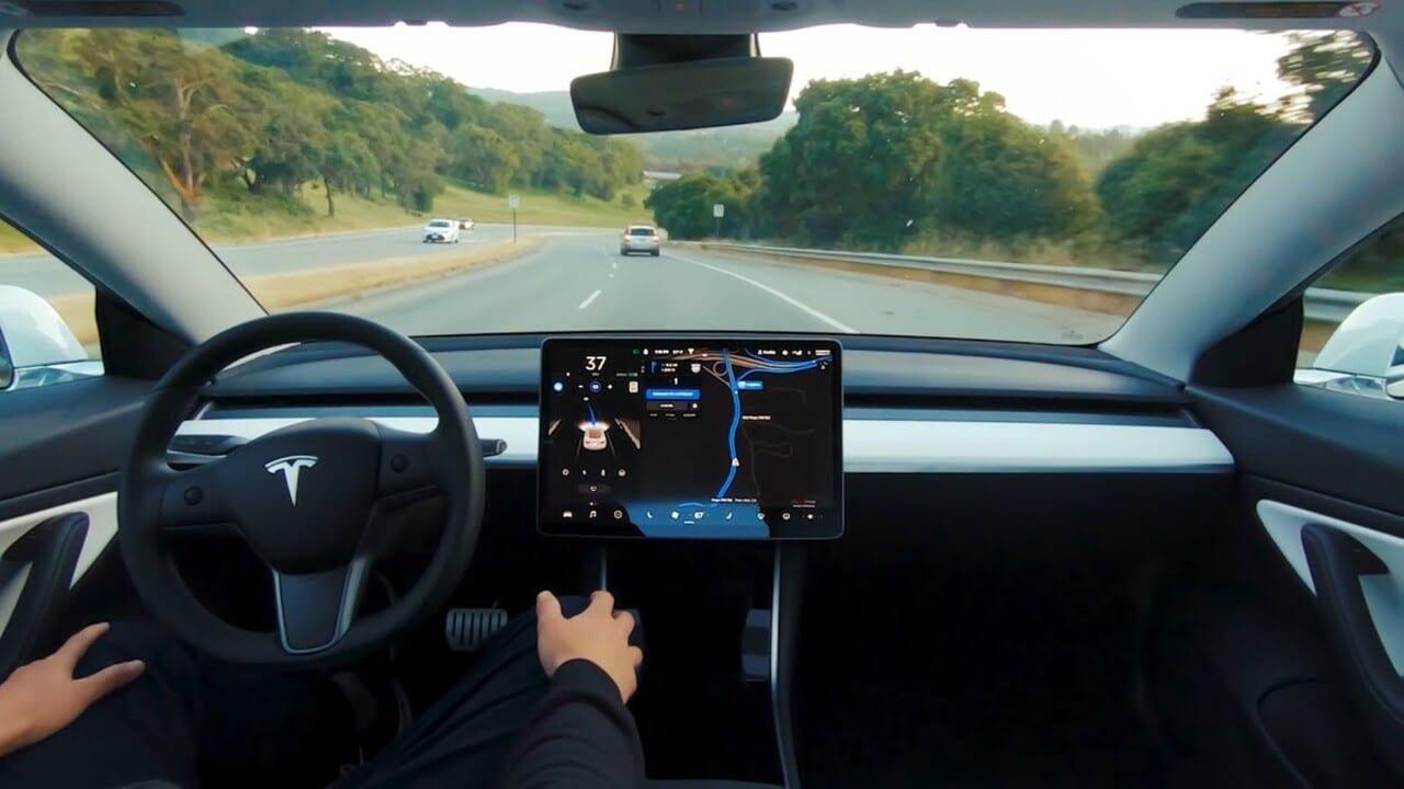 Tesla: arriva la beta del nuovo software di guida autonoma thumbnail