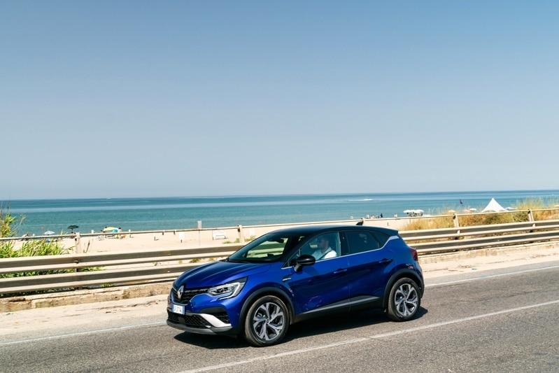 Renault Captur ibrida consumi