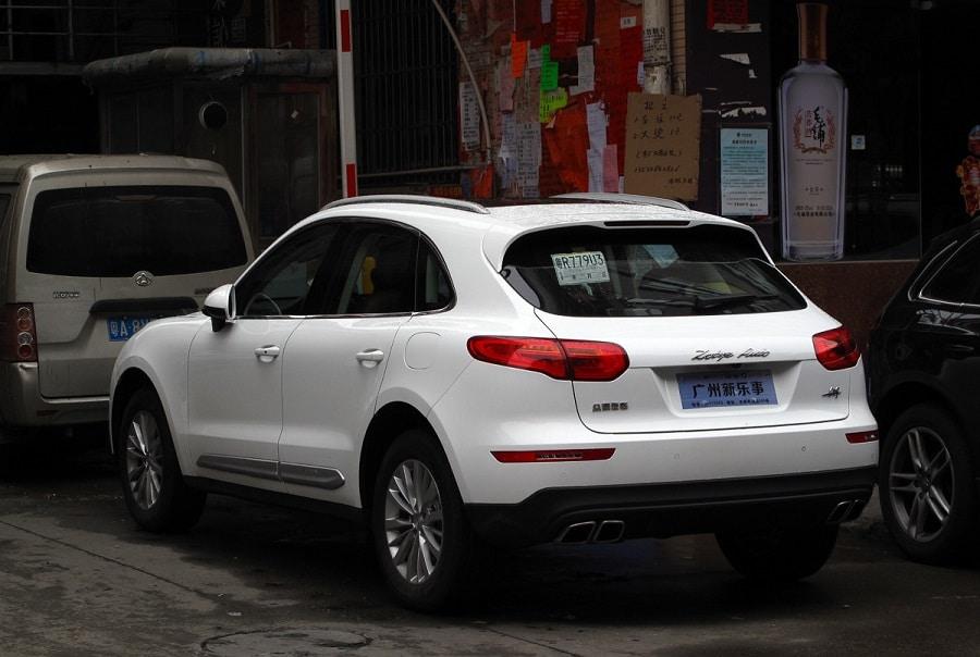 Auto copie cinesi Zotye SR9 posteriore