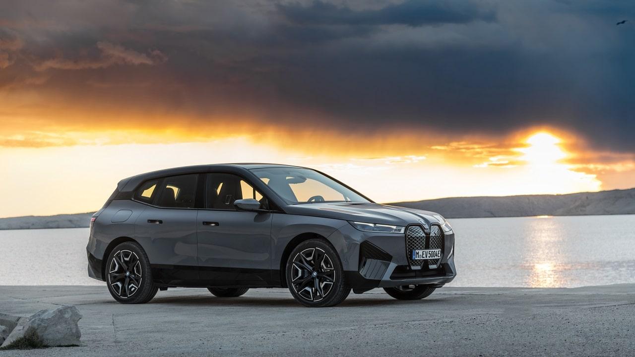 La nuova BMW iX è il manifesto tecnologico della Casa bavarese thumbnail