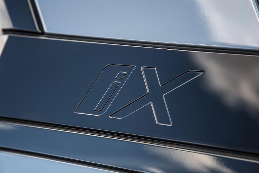BMW iX logo