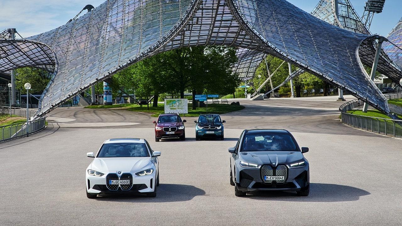 La nuova BMW iX entra in produzione thumbnail