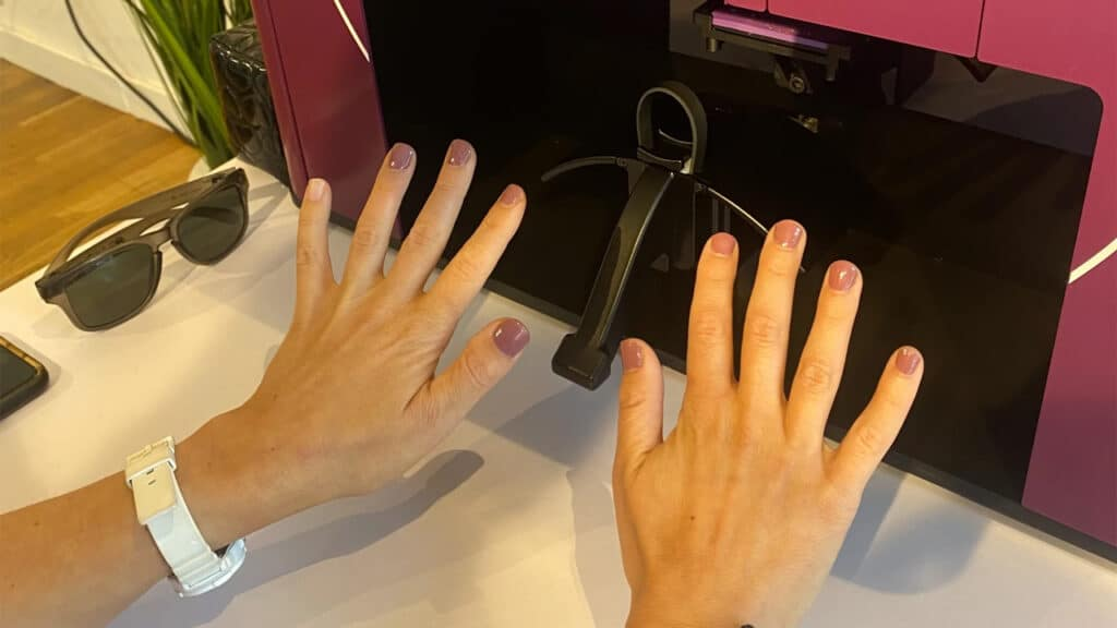 Clockwork manicure robot