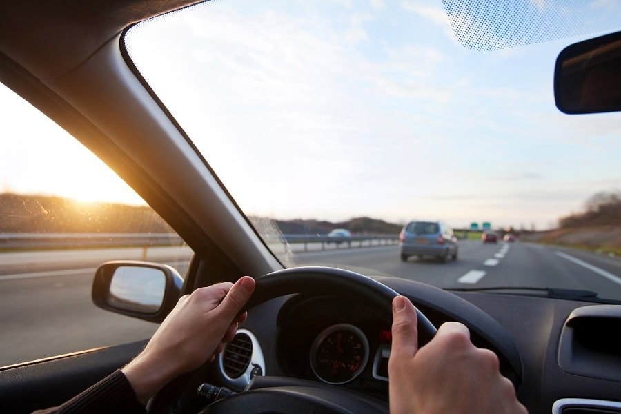 Consigli-viaggio-auto-guida-di-giorno