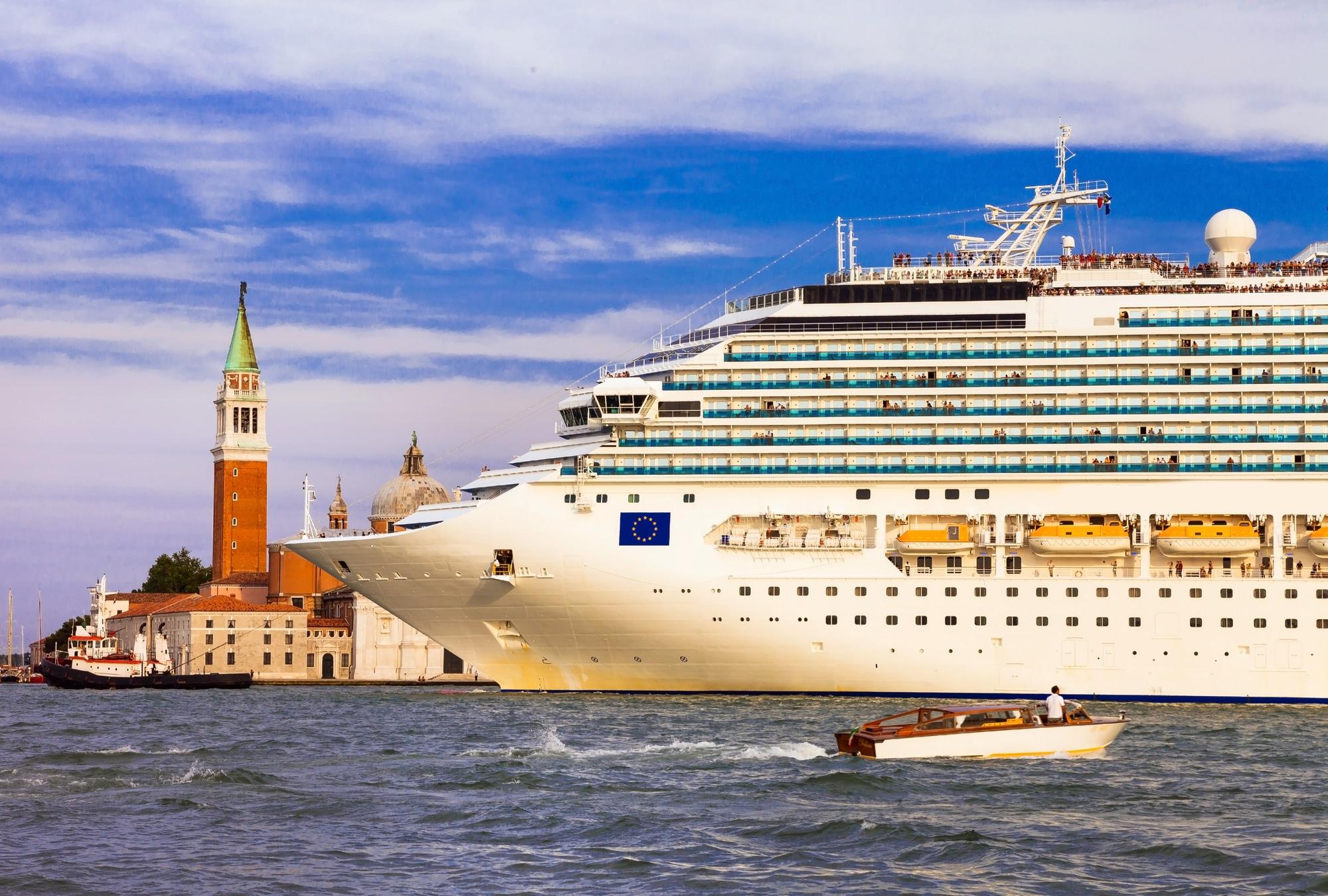 Venezia: da agosto stop ufficiale alle grandi navi thumbnail