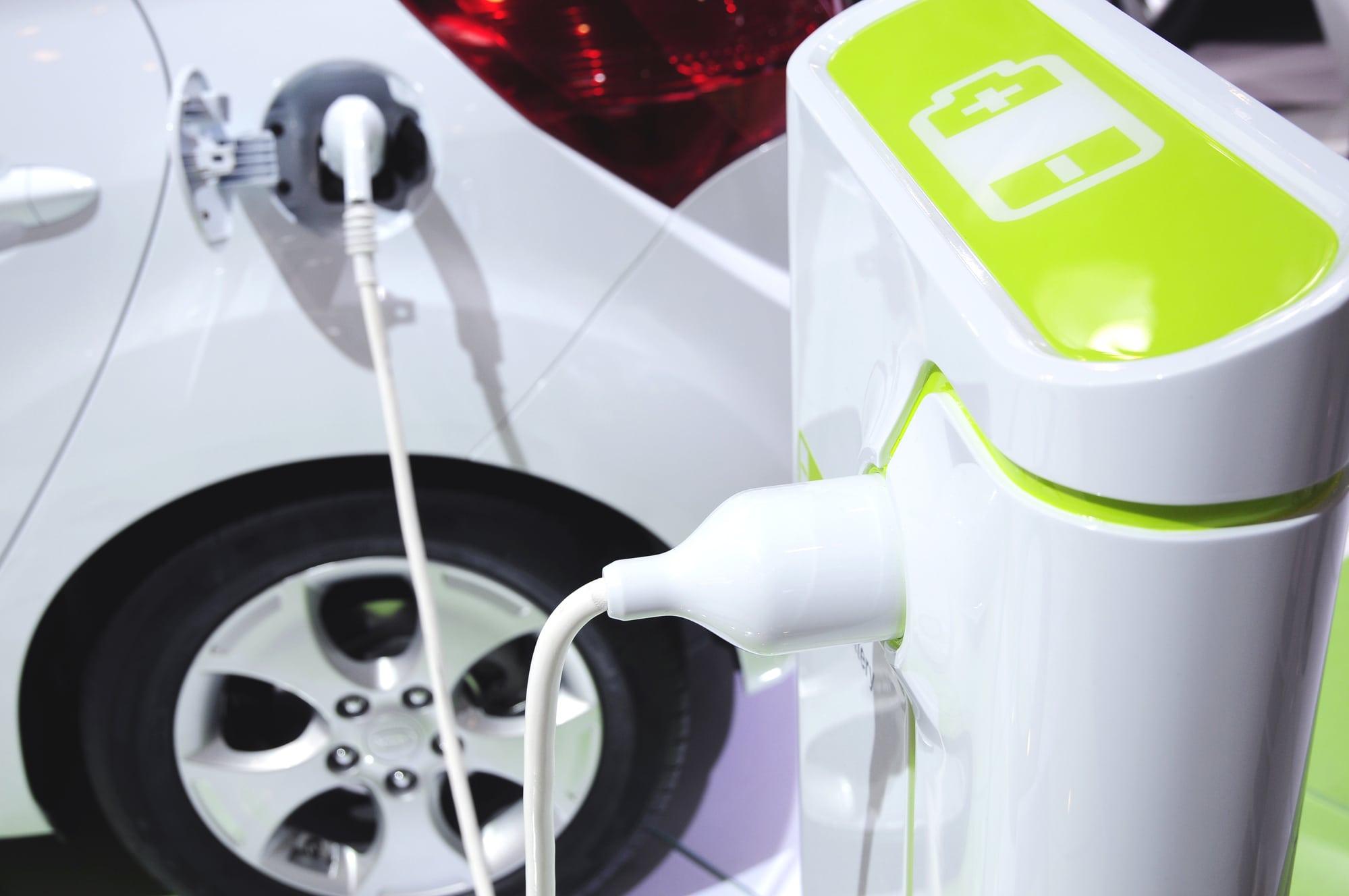 Commissione Europea: dal 2035 stop ufficiale ad auto ibride, benzina e diesel thumbnail