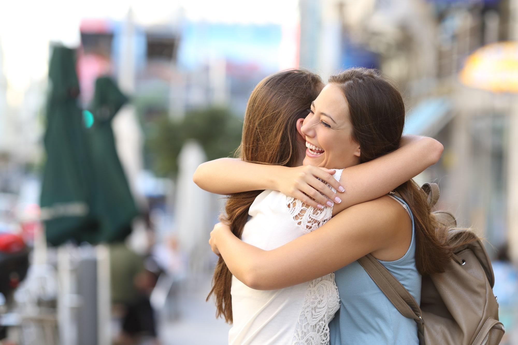 Un abbraccio migliora la qualità della vita: l'indagine di MioDottore thumbnail