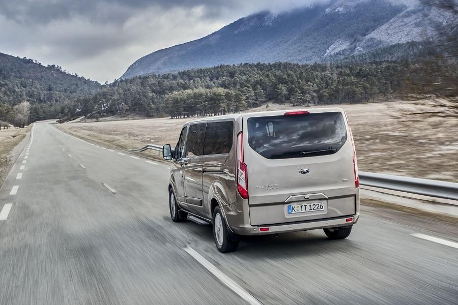 Ford tourneo custom plug-in guida