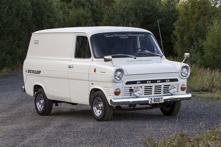 Ford tourneo custom plug-in prima serie transit