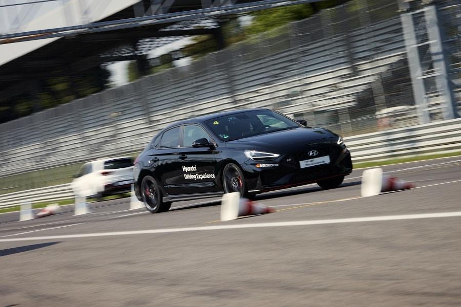 Hyundai Driving Experience cambio corsia