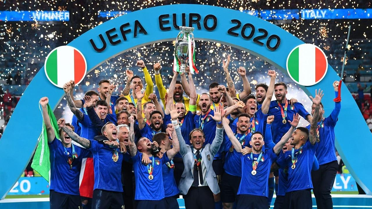 Italia campione d'Europa: ecco le reazioni dei VIP sui social thumbnail