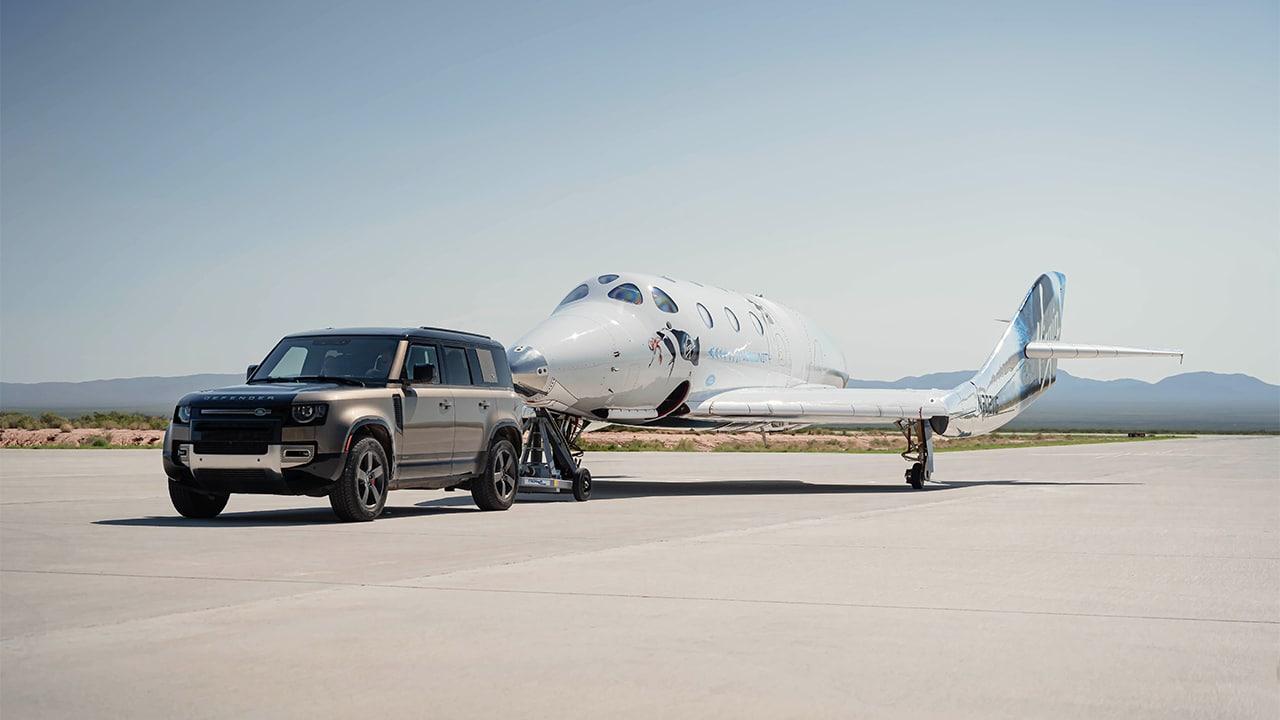 Land Rover ha supportato il primo volo della Virgin Galactic con equipaggio al completo thumbnail