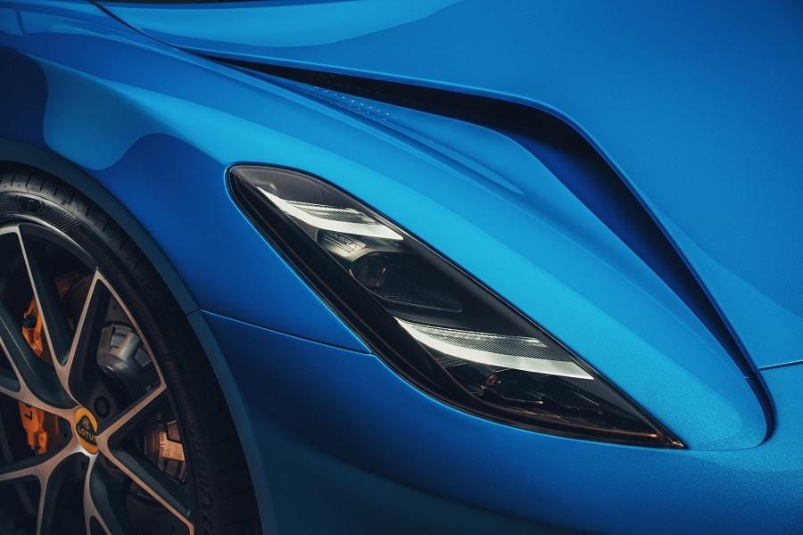 Lotus Emira faro anteriore