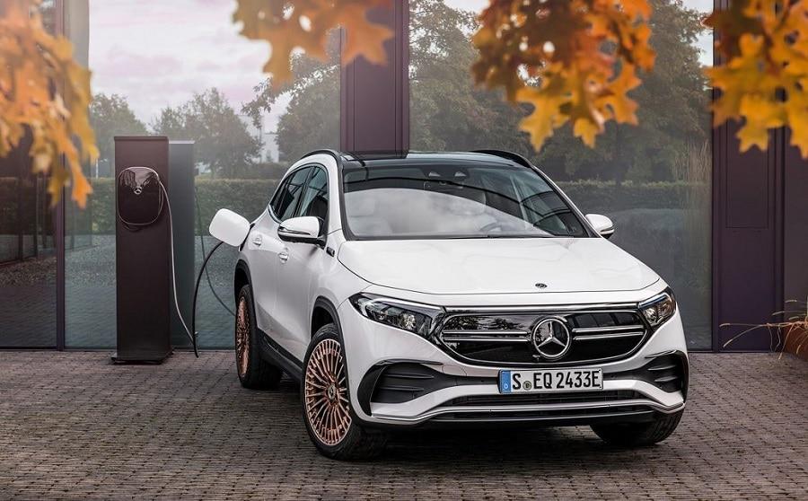 Mercedes 2030 EQA ricarica