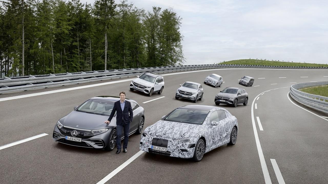 Mercedes-Benz accelera ancora: entro il 2030 produrrà solo modelli elettrici thumbnail