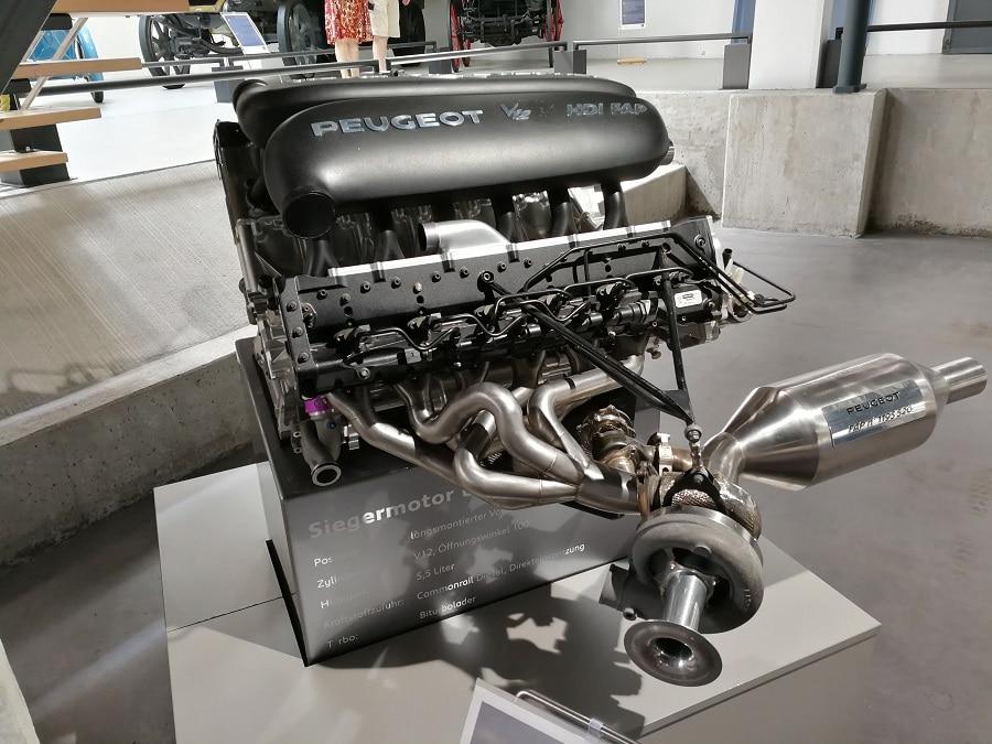 Peugeot-9X8-908-motore