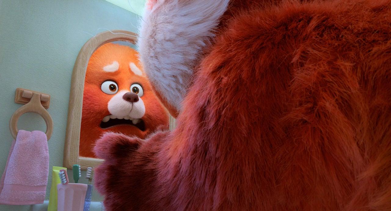 Red: il primo trailer e il poster ufficiale del nuovo gioiello Pixar thumbnail
