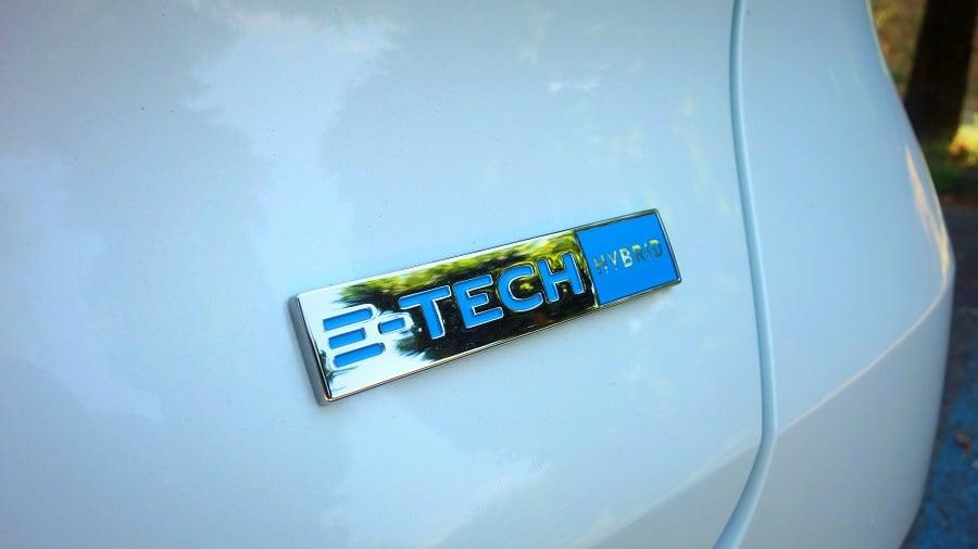 Renault Captur ibrida badge