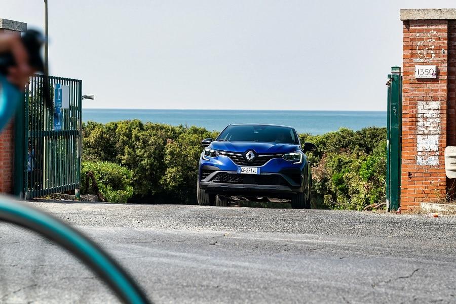 Renault Captur ibrida guida