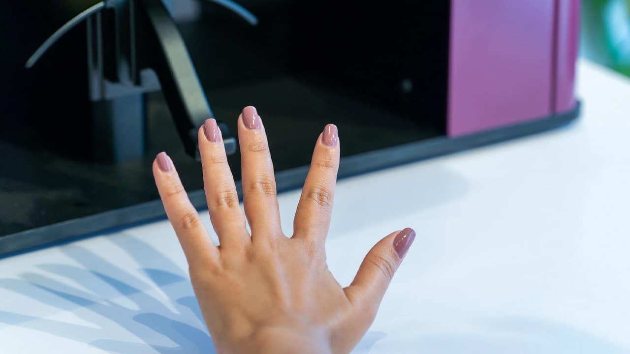 Clockwork, il robot che vi fa la manicure thumbnail
