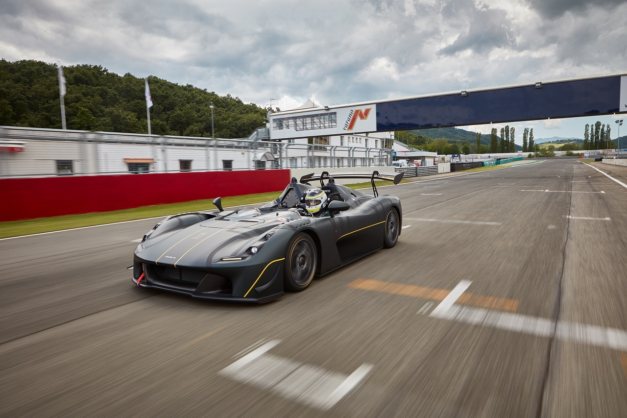 Sparco è partner ufficiale di Dallara EXP: fornirà scocche, cinture e sedili thumbnail
