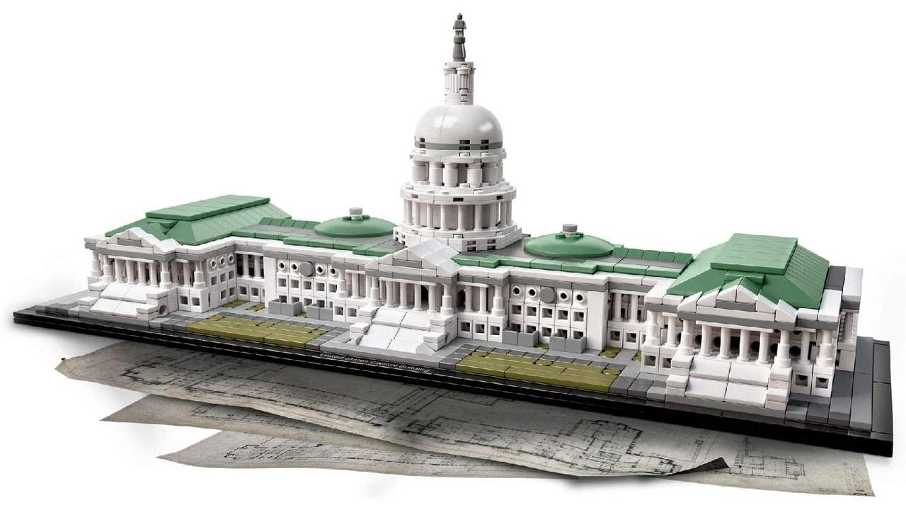 Attacco al Campidoglio, il leader delle rivolte possedeva un set Lego dell'edificio thumbnail