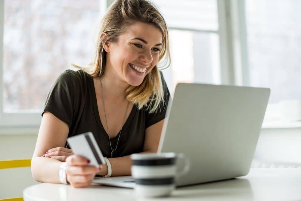 Comprare vestiti online? Prova prima, paga poi con Amazon thumbnail
