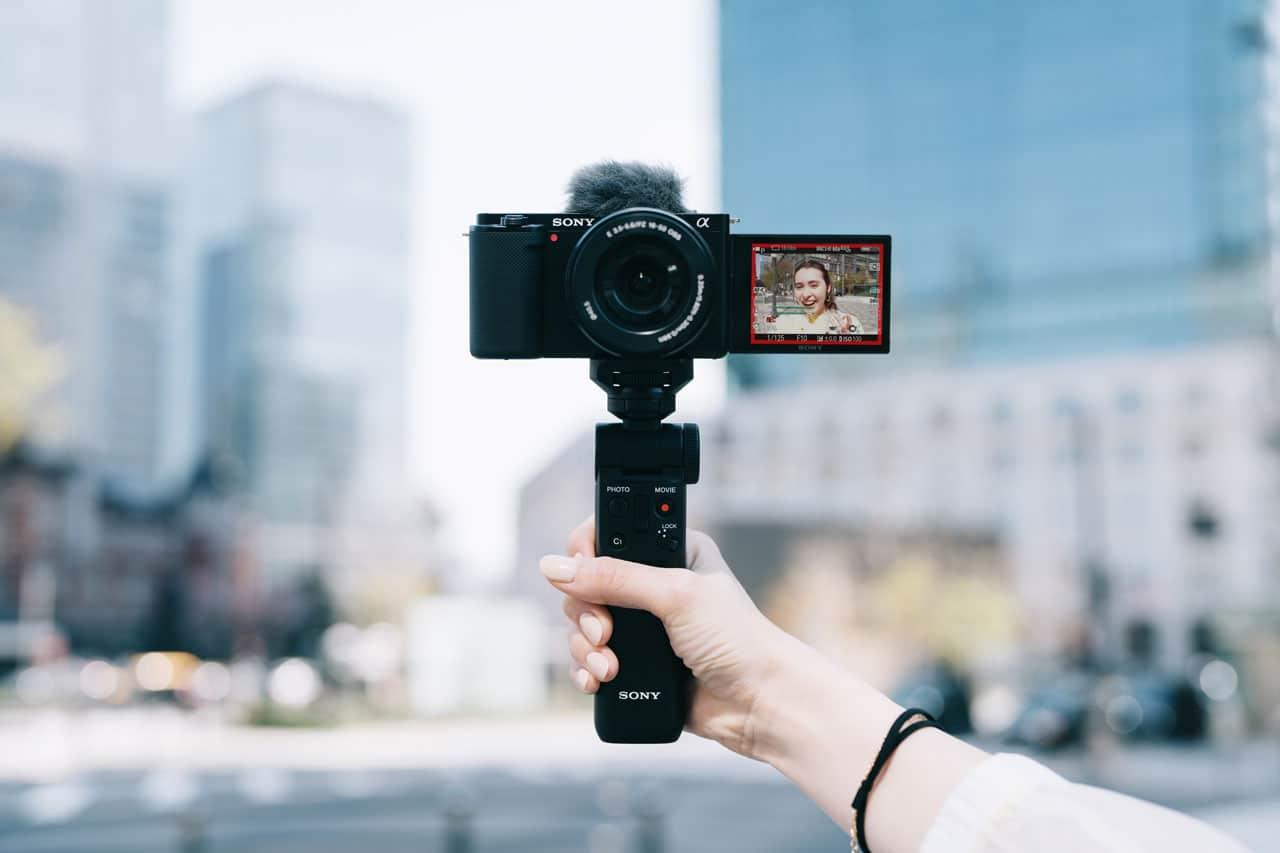 Sony ZV-E10: la mirrorless per i vlogger thumbnail