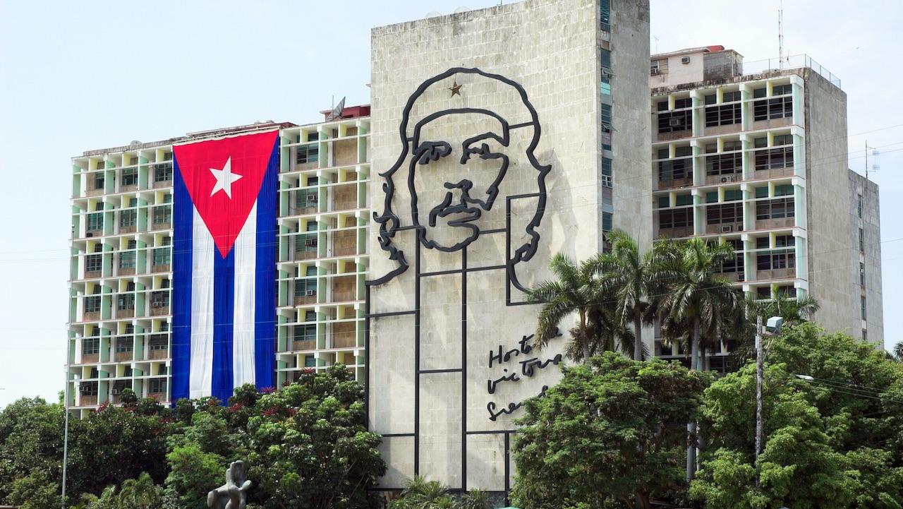 Cuba in rivolta: migliaia in piazza contro il regime thumbnail