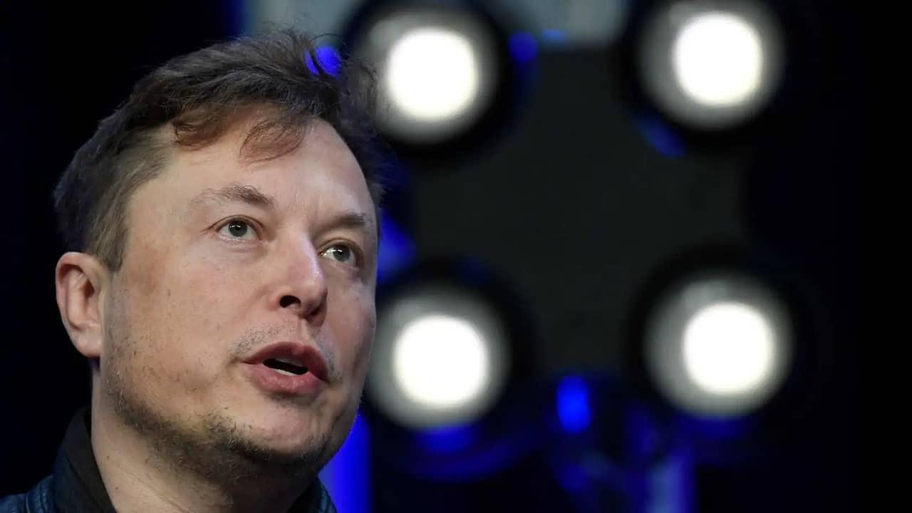Elon Musk e Apple, il retroscena del dialogo con Tim Cook thumbnail