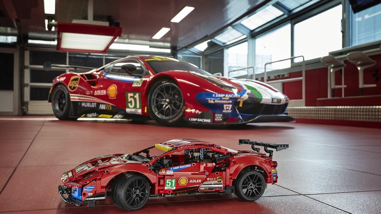 La Ferrari di LEGO supera i 200 all'ora in pista thumbnail