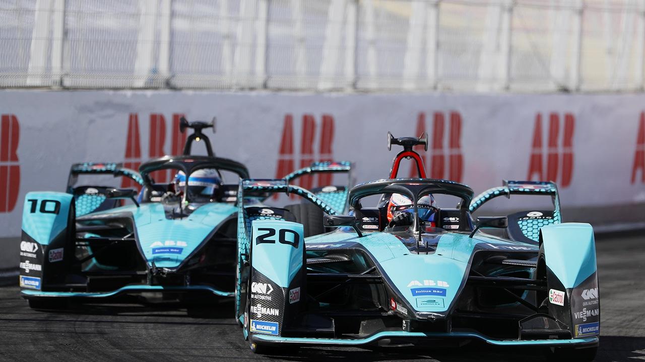 """Jaguar Land Rover """"Reimagine Racing"""" con un impegno a lungo termine nella Formula E thumbnail"""