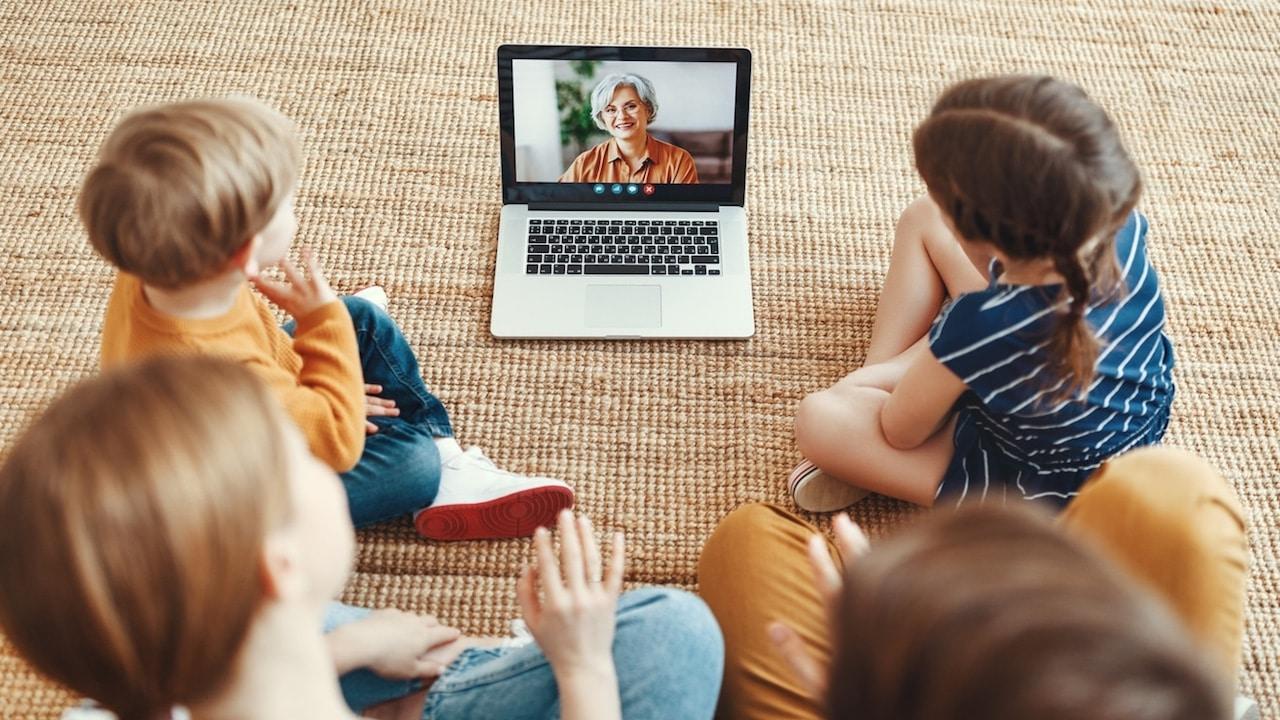 I contatti virtuali non giovano agli over 60 in isolamento thumbnail