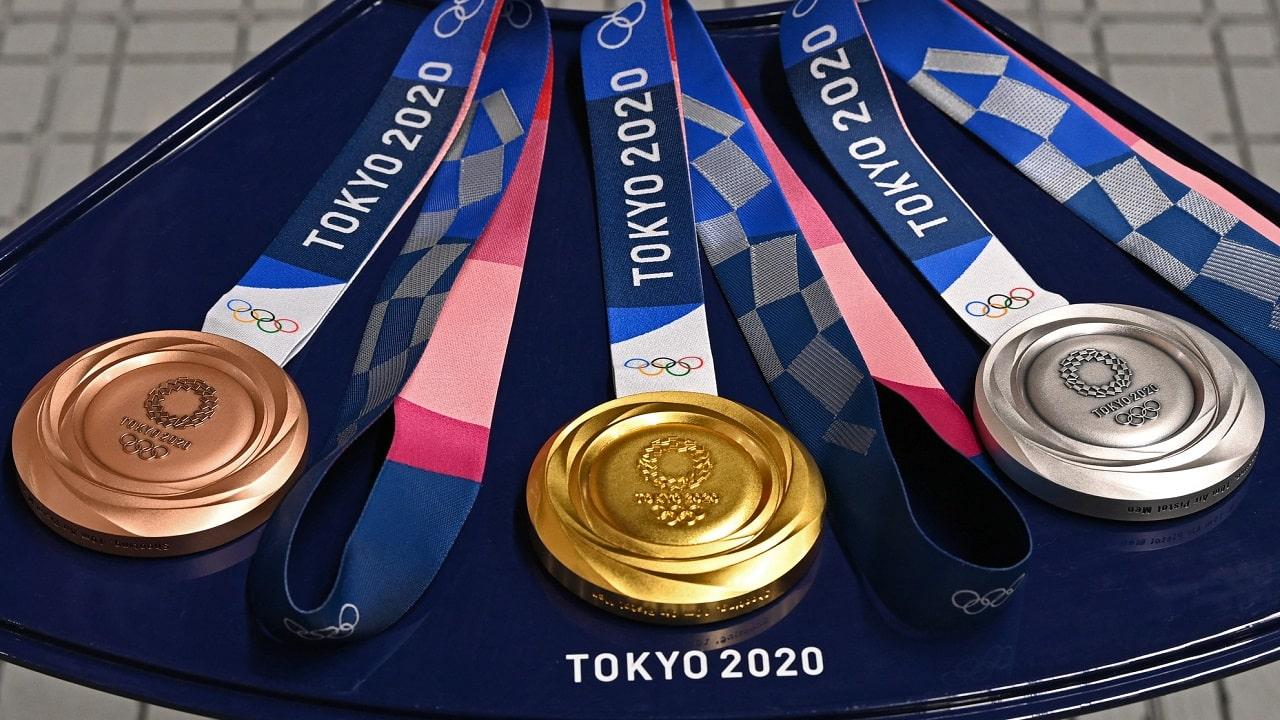 Le medaglie di Tokyo 2020 sono fatte con le batterie di smartphone thumbnail