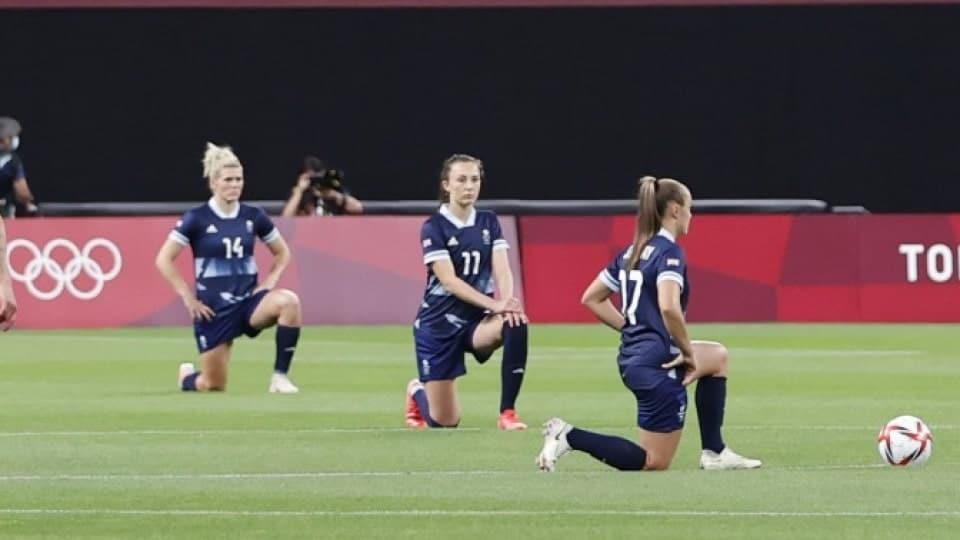 olimpiadi in ginocchio calcio femminile-min