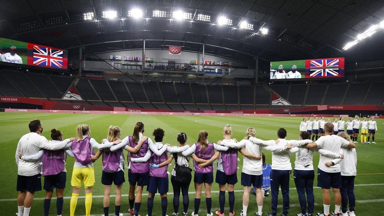 Le Olimpiadi di Tokyo iniziano in ginocchio thumbnail