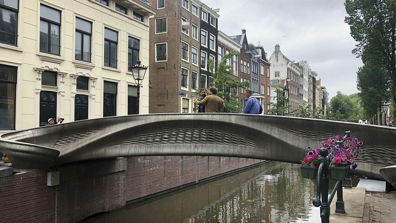 Amsterdam: inaugurato il primo ponte realizzato con la stampa 3D thumbnail