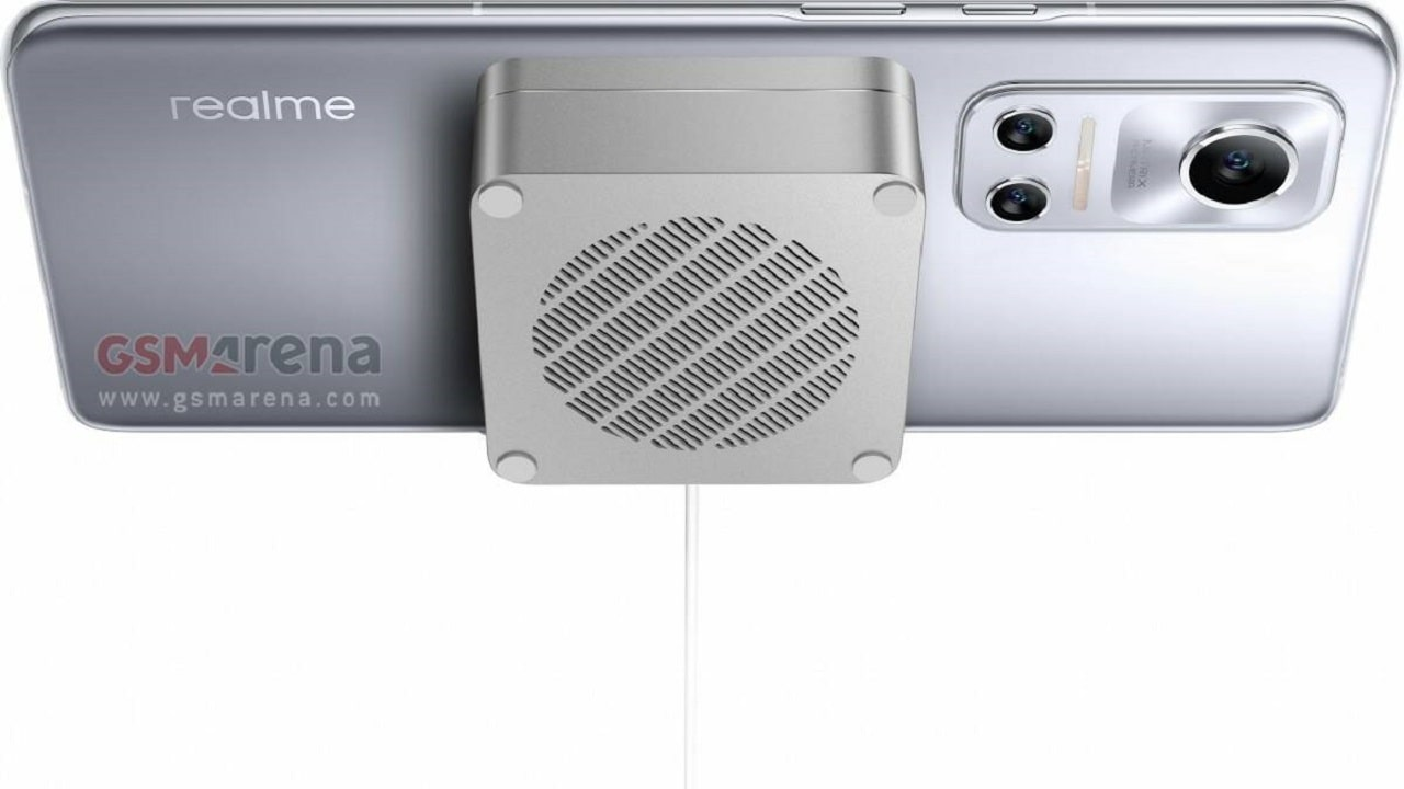 Realme Flash è il primo smartphone Android con ricarica magnetica thumbnail