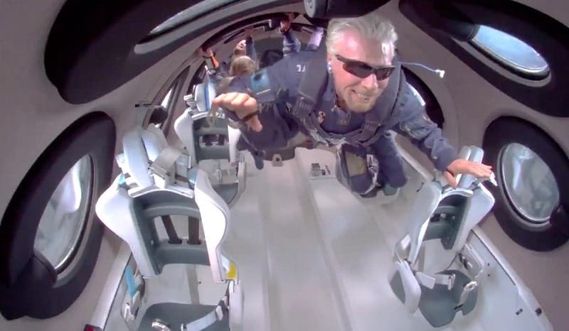 richard branson nello spazio turismo spaziale-min