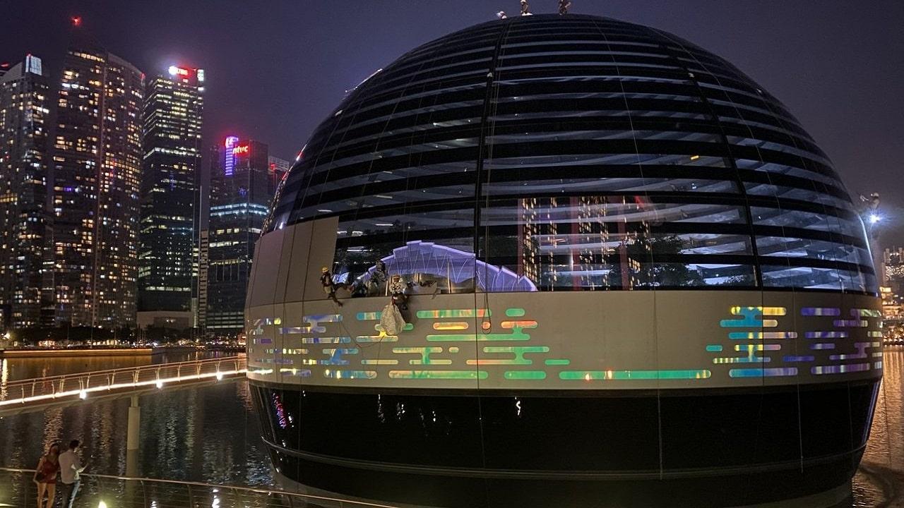Tim Cook celebra i 40 anni di Apple a Singapore thumbnail