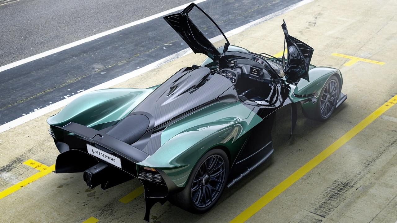 Aston Martin Valkyrie Spider: la Hypercar ibrida perde la testa ma non l'aerodinamica thumbnail
