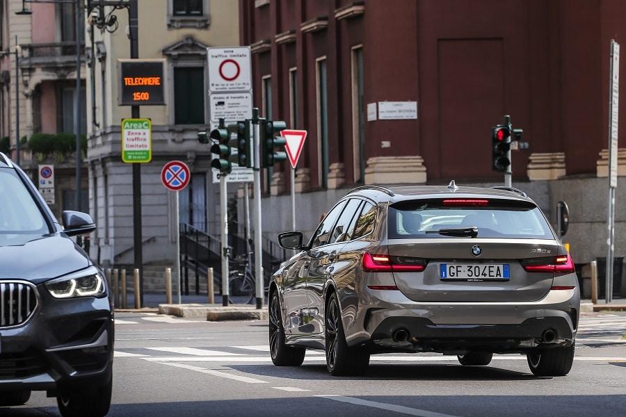 Auto plug-in più vendute BMW 320e posteriore