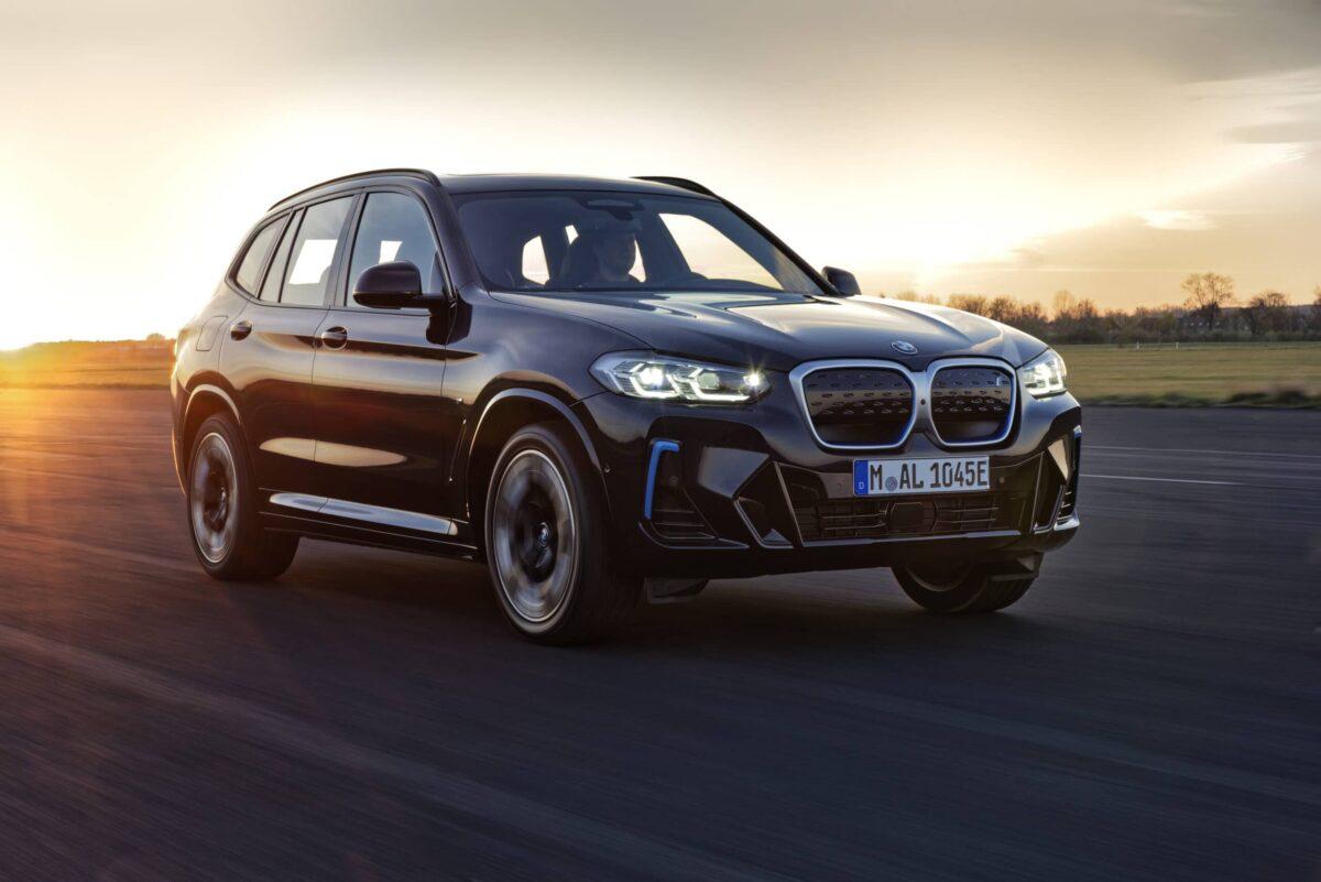 BMW iX3: in UE arriva un modello aggiornato thumbnail