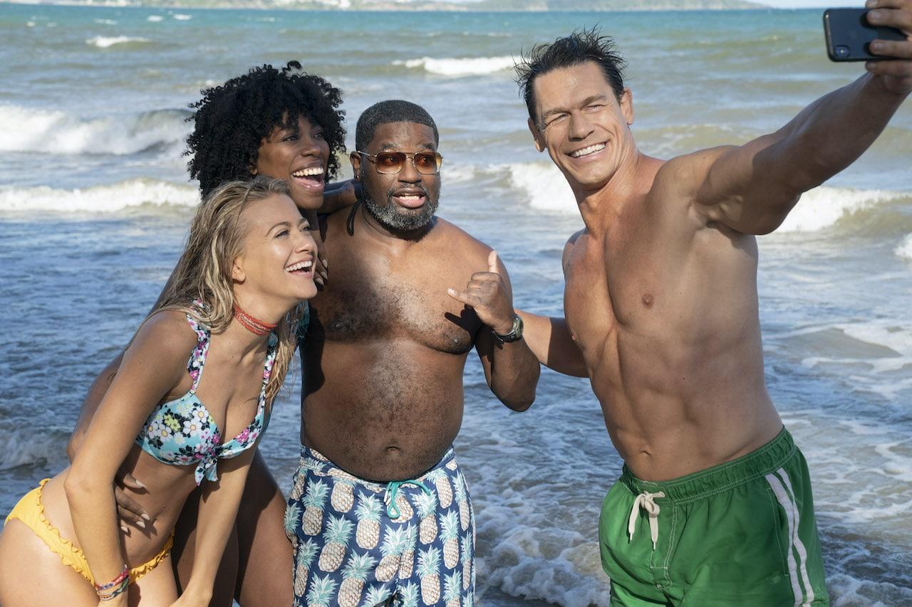 Gli amici delle vacanze: com'è il film con John Cena thumbnail