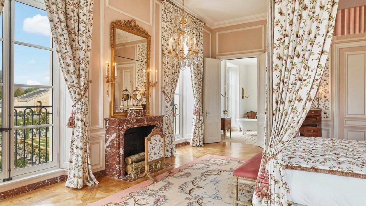 Una notte da Re e Regine nel primo hotel della Reggia di Versailles thumbnail